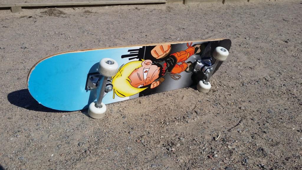 Skateboard on Sideways